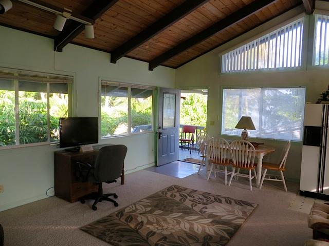 Entry from interior - Sunset Beach on the beach near the Banzai Pipelin - Haleiwa - rentals
