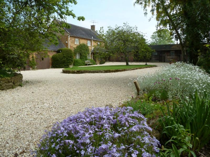 Late Spring at Sansome House Cottage - Sansome Cottage Ilmington 4mi Chipping Campden - Chipping Campden - rentals