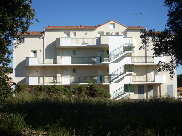 a 2009 building with flats certified 2 stars tourism in a residency with a pool at 140m cove sea sand coast - Image 1 - La Bernerie-en-Retz - rentals