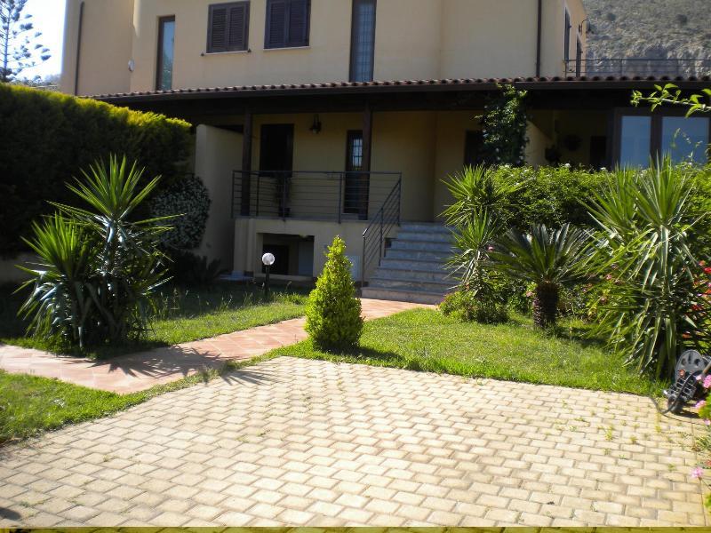 Entrance - Mondello Apartment in Villa near the beach - Palermo - rentals