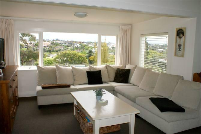 Furnished to the highest standard and obtaining all day sunshine - Luxury Boutique Corporate 4brm Cottage - Free WIFI - Auckland - rentals