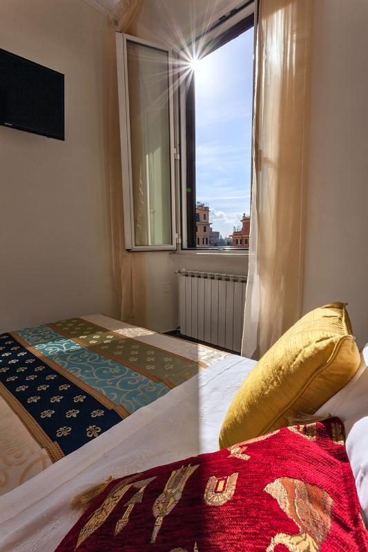 bedroom with glimpse of Castle S. Angel - Apartment with WIFI near S.Peter and squares Spagna and  Navona - Rome - rentals