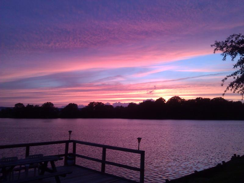 Beautiful Sunsets - Guest House on the Lake Near Memphis, TN - Southaven - rentals