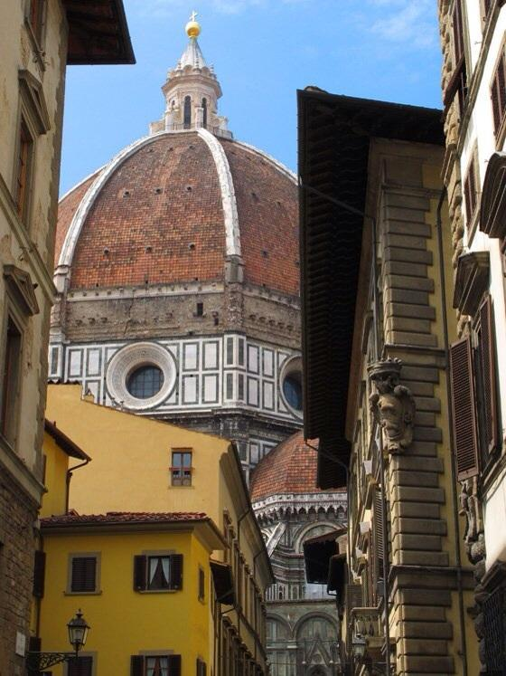 View from the street just outside of the building - Quiet apartment in the heart of Florence - Florence - rentals