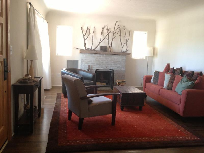 Living room - Charming home in the heart of Nob Hill - Albuquerque - rentals