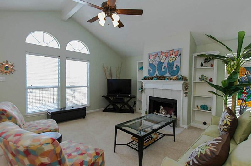 Living room - Great West Beach Getaway.  Perfect for Families - Galveston - rentals