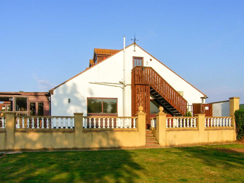 HARTSWOOD WEST, self-contained, pet-friendly with a swimming pool in Malton Ref 27419 - Image 1 - Malton - rentals