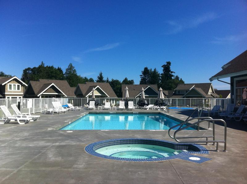 Pool and 2 Hot Tubs Open June 15 to Sept 15. New! One hot tub open til Oct. 15 - Our Sweet Escape - Qualicum Beach - rentals