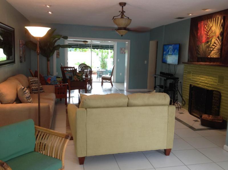 LIVING ROOM - Lauderdale Beach House - Fort Lauderdale - rentals
