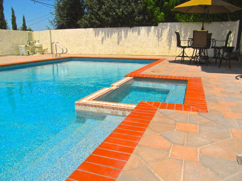 Guests love HIGH END amenities when they book Luxury experiences... - 3 BED LRG LUXURY TOWNHOUSE w/POOL, JACUZZI, & WIFI - Los Angeles - rentals