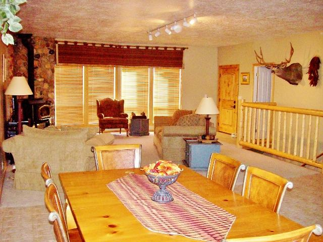 Upstairs living room - 3000+ ft /11 acres/2.5 baths*** 3 NATIONALPARKS - Mount Carmel - rentals