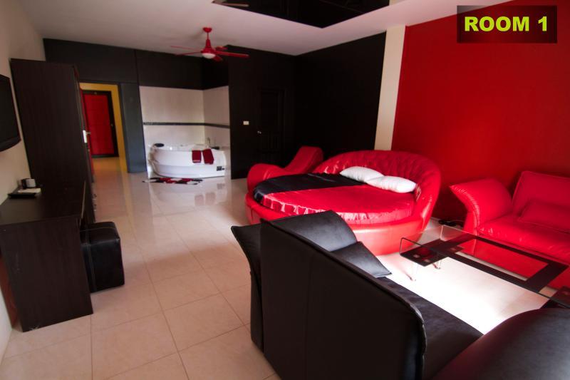 ROOM 1 with jacuzzi - PHUKET RAWAI- SEXY ROOMS NEAR BEACH, DISCO, SHOPS - Rawai - rentals