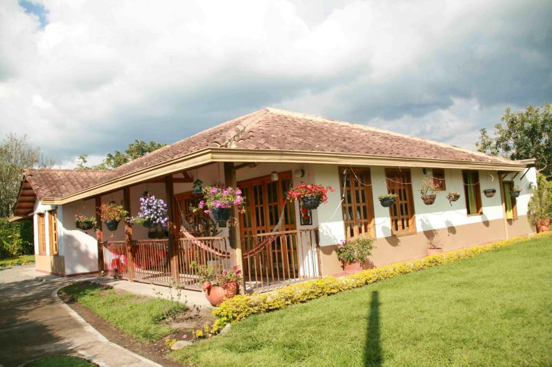 RELAXING, SAFE CHALET FOR 10 IN ARMENIA, COLOMBIA! - Image 1 - Armenia - rentals
