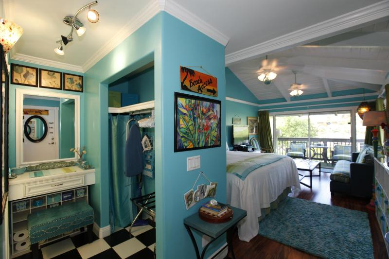 This place is FULLY LOADED, SUPER CLEAN, and oh so LUXURIOUS... - TRACY'S TROPICAL TREASURE #2: CORNER PENTHOUSE! - Kihei - rentals