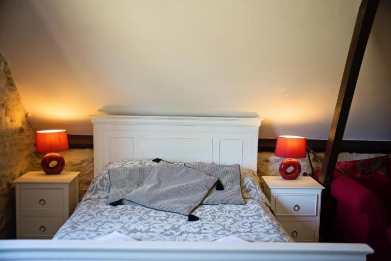 Bedroom area - The Saddlery a romantic hideway in east devon - Kilmington - rentals