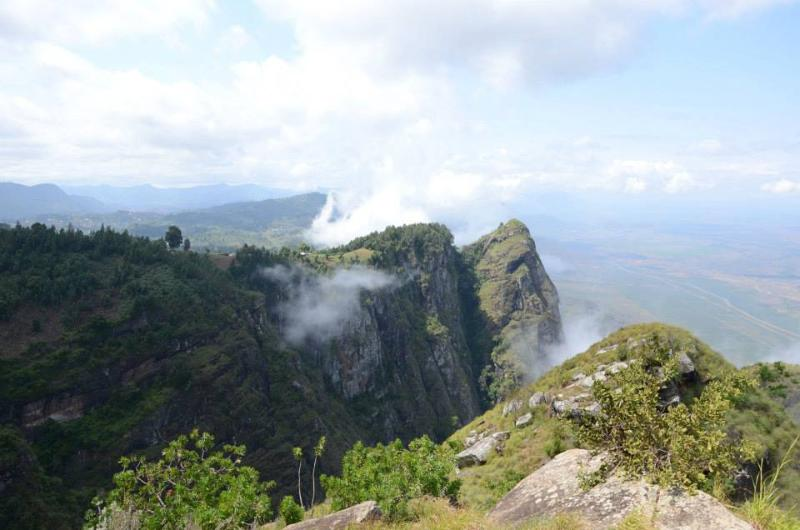 View from Kambe village - IRENTE CHALET discover cliff views and rainforests - Mombo - rentals