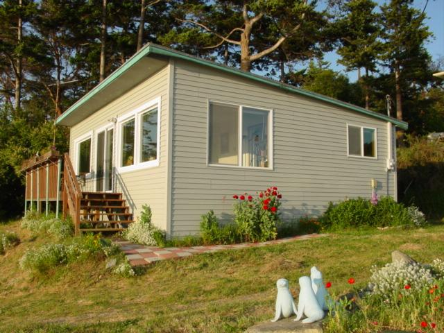 Outside of Home - Discovery View Cottage - Sequim - rentals