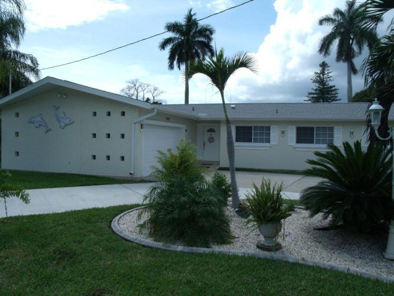 Front Villa Azzurro - Villa Azzurro Cape Coral Waterfront Vacationhome - Cape Coral - rentals