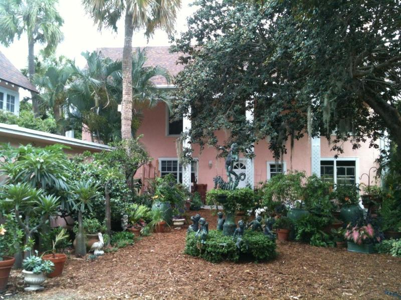 Entry to property from private off-street parking - Bright & Beautiful Garden Setting in Historic Home on Lake Worth/Intracoastal - Lake Worth - rentals