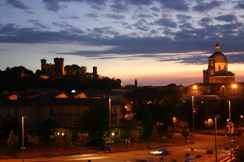 wiew castle and abbay in front of - 12km Lake Garda breakfast wi-fi - Montichiari - rentals