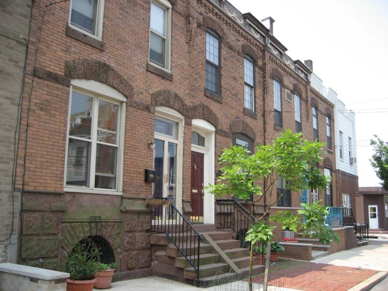 Exterior - Beautiful Turn of the Century S. Philly Row House - Philadelphia - rentals