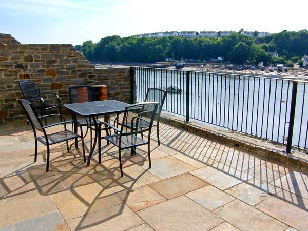 EGRET, luxury, waterfront cottage with balconies, in Milford Haven, Ref. 27038 - Image 1 - Milford Haven - rentals