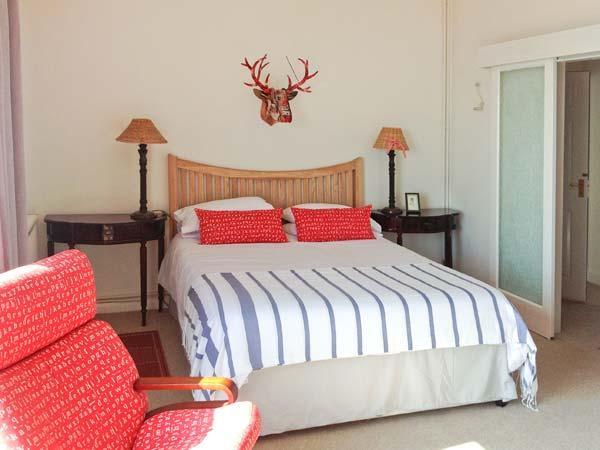 ROOM@THETOP, WiFi, beautiful sea views, romantic, luxury cottage in Ventnor, Ref. 29353 - Image 1 - Ventnor - rentals