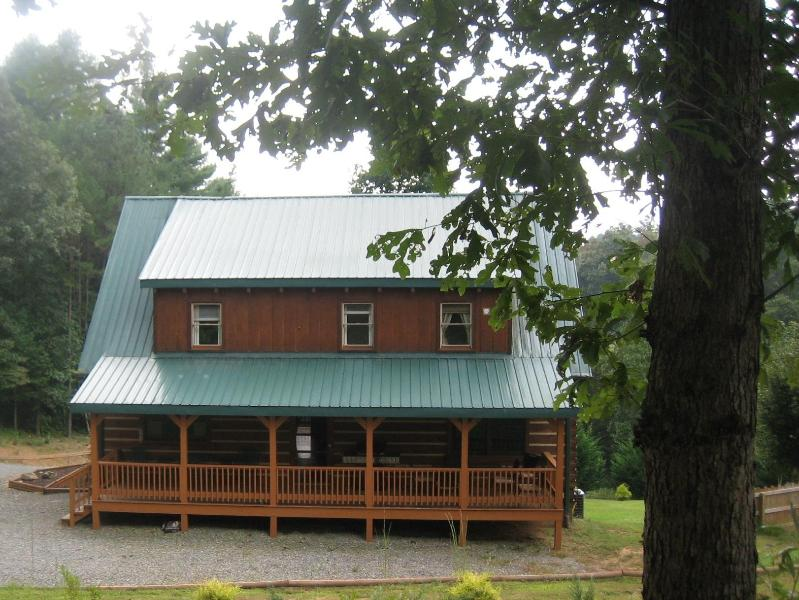 View of the back side of the cabin - Tranquil Glen of Asheville-20 minute drive to AVL - Asheville - rentals