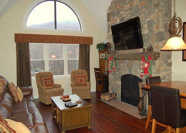 Living Room - Winterplace 2 Bedroom Plus Loft Ski In/Out - Ludlow - rentals