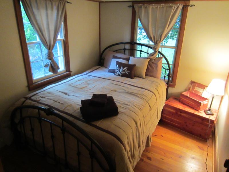 Creekside Cabin right on the Creek - Image 1 - Harrisonburg - rentals