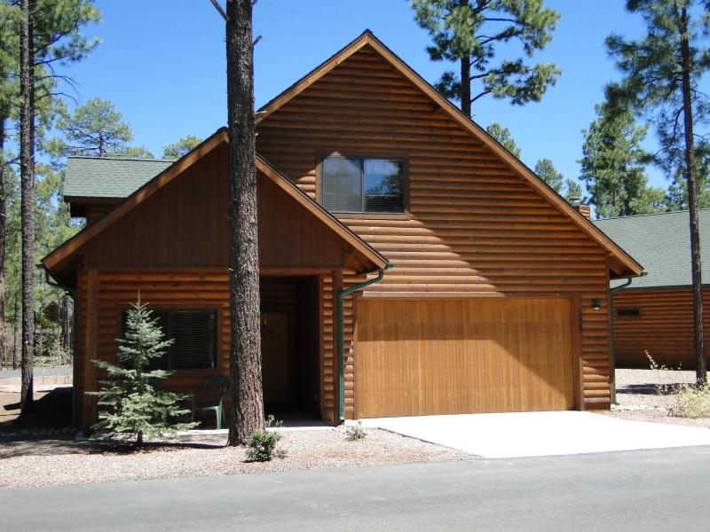 Beltz Family Cabin - Front view - Pinetop Cabin Rental, LLC - Beltz Family Cabin - Pinetop - rentals