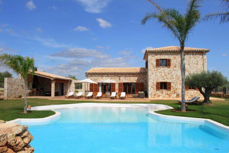 Extraordinary villa with beach entry swimming pool - Image 1 - Campos - rentals