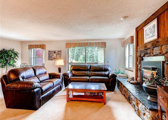 Tyra Summit Living Room Breckenridge Lodging - Tyra Summit A2B Ski-in/Ski-out Condo Breckenridge Colorado - Breckenridge - rentals