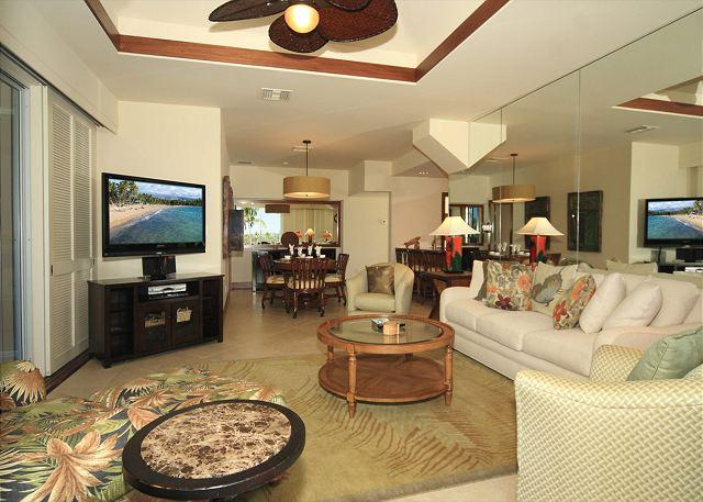 Living & Dining Area - OCEANVIEW- LUXURIOUS REMODELED CONDO - Waikoloa - rentals