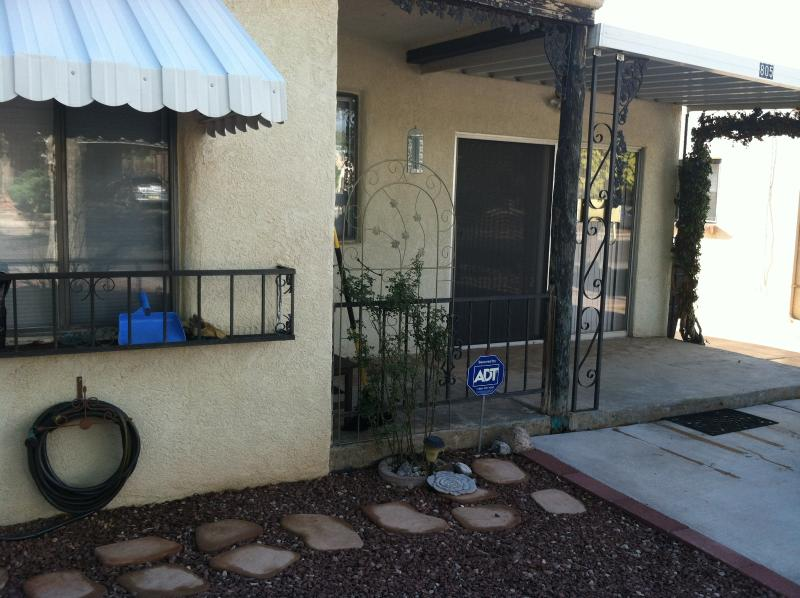 Front of House - Charming, spacious, centrally located home in th - Albuquerque - rentals