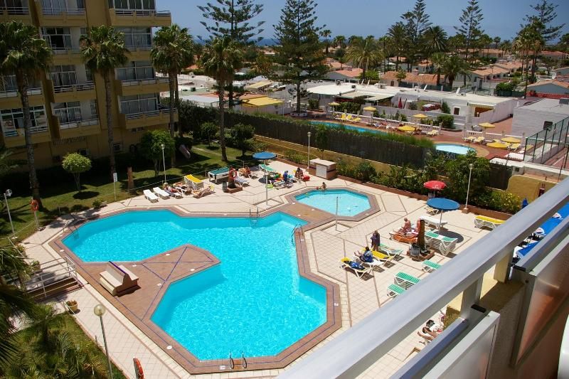 View from the balcony to the Swimming-pool - Playa del Inglés - near Yumbo Centre Shopping Mall - Playa del Ingles - rentals
