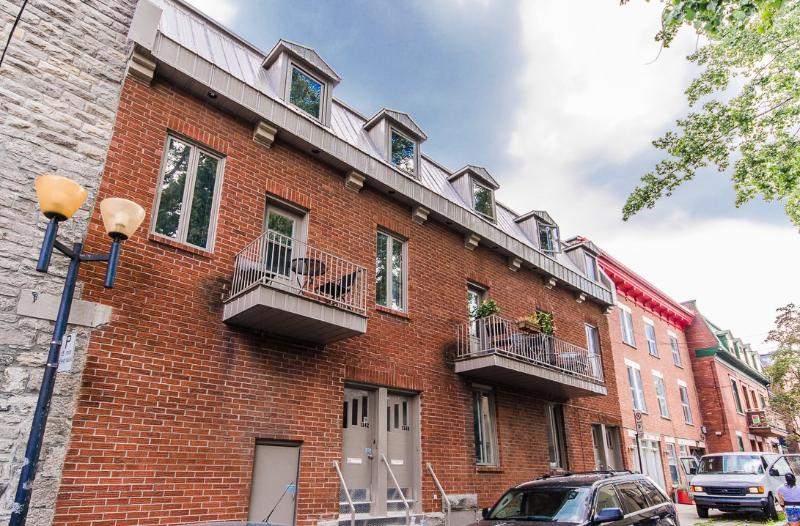 2-Level 1-Bedroom Lux Condo in Montreal Downtown - Image 1 - Montreal - rentals