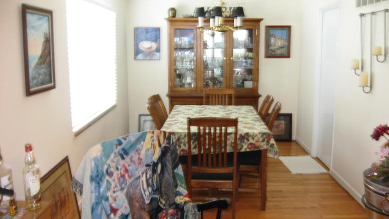 """SIX CHAIR SEATING DINING ROOM - Vacation """"ON THE HILL"""" STL. ITALIAN NEIGHBORHOOD - Montegut - rentals"""