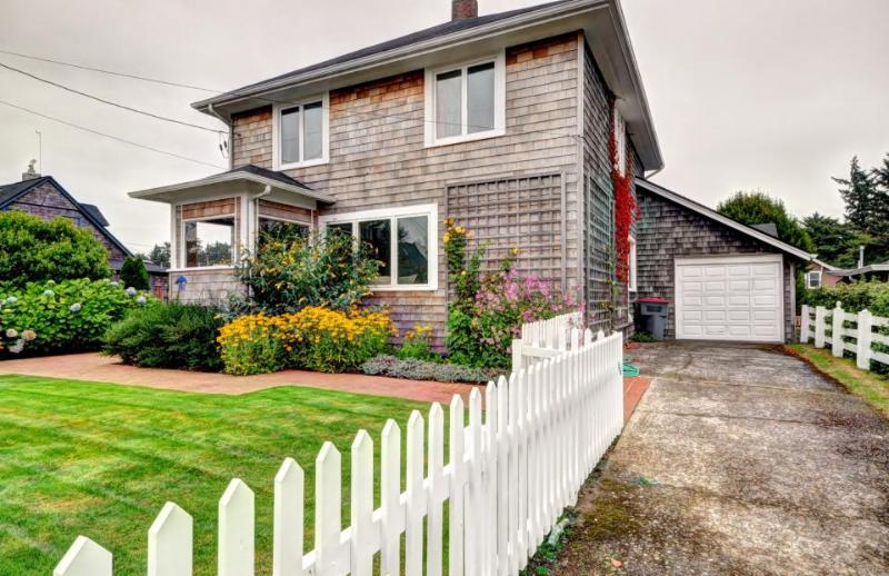 The Blue Door - Image 1 - Gearhart - rentals