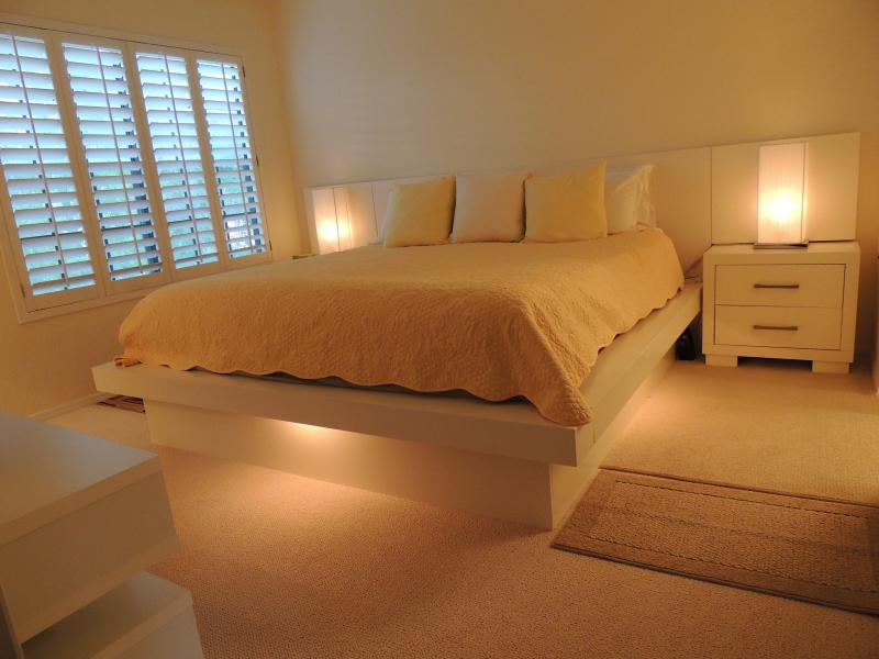 Master bedroom - Contemporary Scottsdale Condo - Scottsdale - rentals