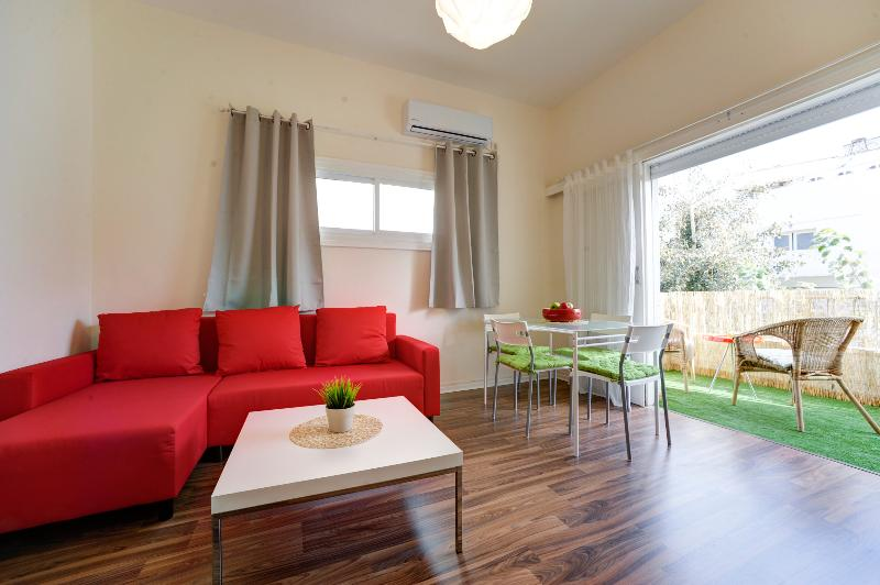 Lovely vacation apartment with a sunny balcony - Image 1 - Tel Aviv - rentals