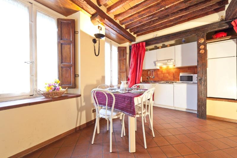 Gorgeous 2 Bedroom Apartment at Casa Pelleria with AC - Image 1 - Lucca - rentals