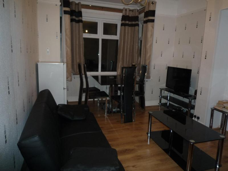 living room - 3 Bedroom luxury house (F)   London - London - rentals