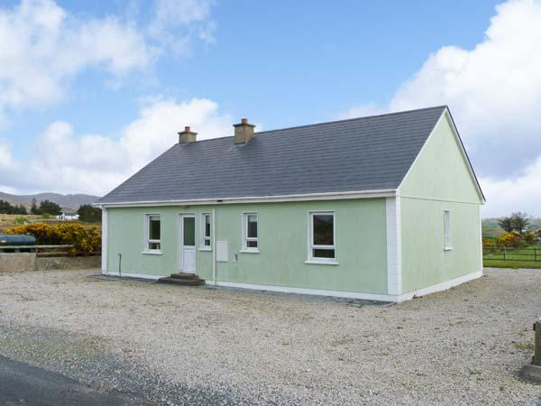 MOUNTAIN VIEW, pets welcome, open fire, en-suite facilities, near Falcrragh, Ref. 26186 - Image 1 - Falcarragh - rentals