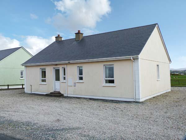 SEABREEZE, open fire, pretty view, ground floor accommodation, near Falcarragh Ref. 26253 - Image 1 - Falcarragh - rentals