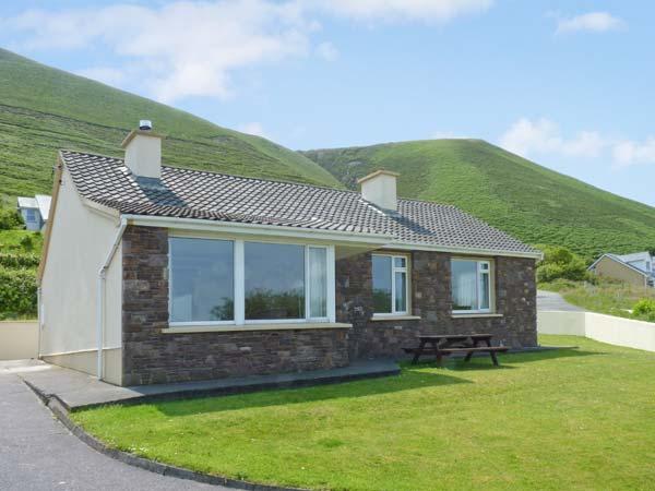 ST. ANNES, detached cottage, dog-friendly, sea views, near Glenbeigh, Ref 27306 - Image 1 - Glenbeigh - rentals