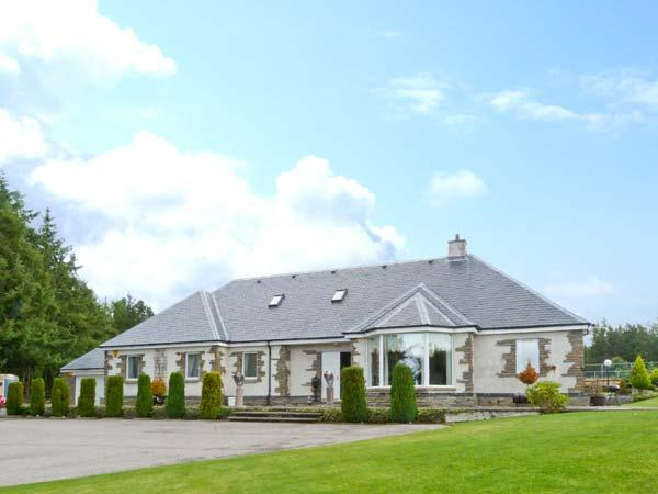 EAGLESTONE HOUSE, private indoor swimming pool, games room, private tennis court, secluded location, luxury cottage near Culbokie, Scottish Highlands, Ref. 29269 - Image 1 - Culbokie - rentals