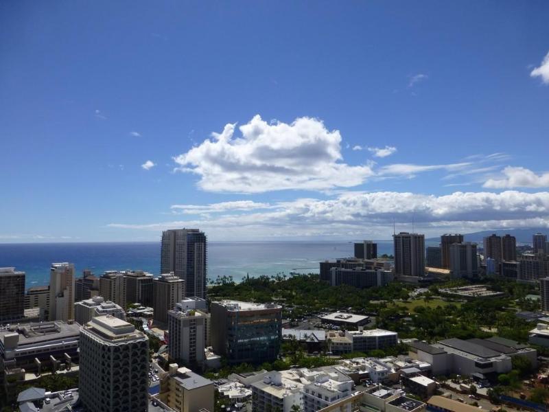 View - Waikiki 37F  2BR 2BA 1PK Ocn Vw Renovated Wifi - Honolulu - rentals