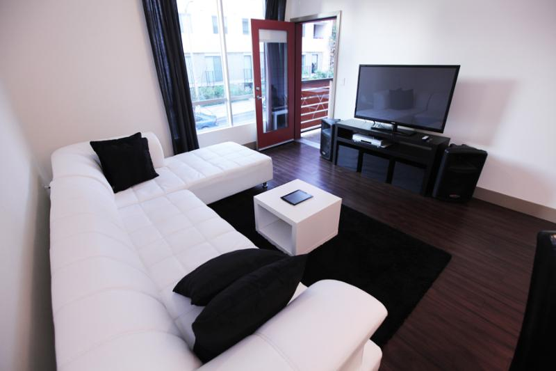 Living Room - BEAUTIFUL LUXURY VACATION SUITE IN HOLLYWOOD, CA - Los Angeles - rentals