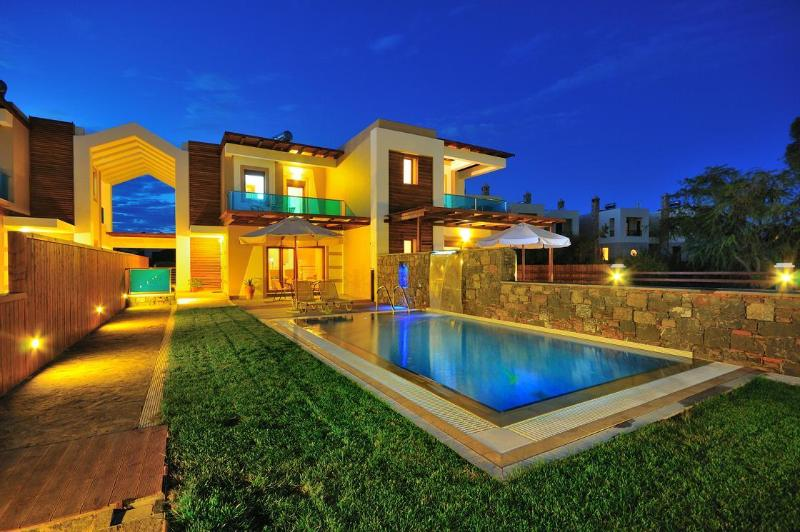 Villa Ariti by night - Horizon Line Villas - Luxury Villa - Private Pool - Rhodes - rentals